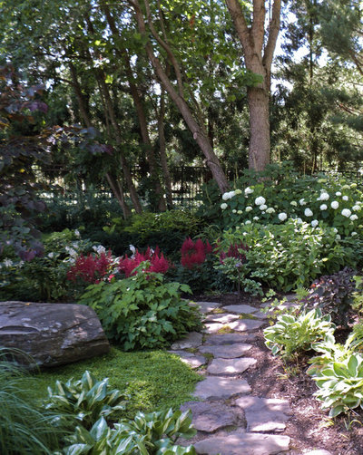 Traditional Landscape by Sisson Landscapes