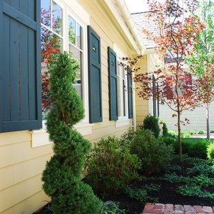 Design ideas for a traditional landscaping in Kansas City.