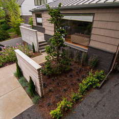 dramatic plant textures modern hardscaping and sharp angles enhanced this mid century modern bungalow soft plants were chosen to contrast with the sharp - Mid Century Modern Landscape Design Ideas