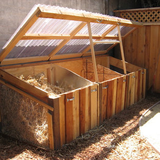 This is an example of a mid-sized contemporary partial sun backyard mulch vegetable garden landscape in San Francisco.