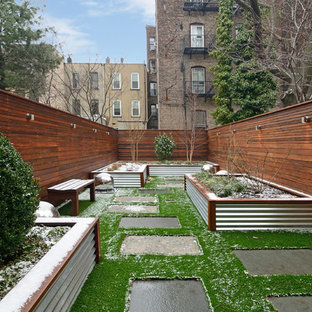 Exemple d'un petit jardin en pots arrière tendance l'hiver.