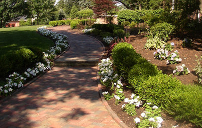 Walkway Landscaping Rolls Out the Welcome Mat