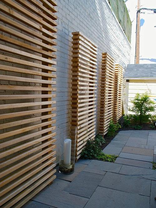 Photo Of A Contemporary Side Yard Garden In Toronto.