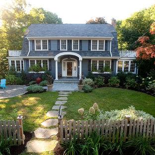 Inspiration för en mellanstor vintage trädgård i full sol framför huset, med naturstensplattor
