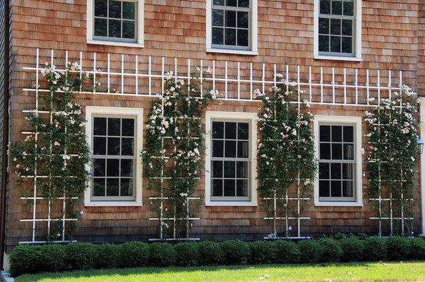 Traditional Garden by Lear & Mahoney Landscape Associates