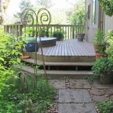 Eclectic Landscape by Garden Aesthetics