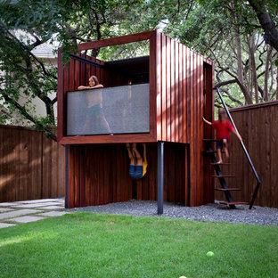 Ispirazione per un giardino minimal di medie dimensioni e dietro casa con uno spazio giochi