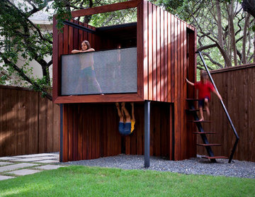 live eat relax and play in the back yard