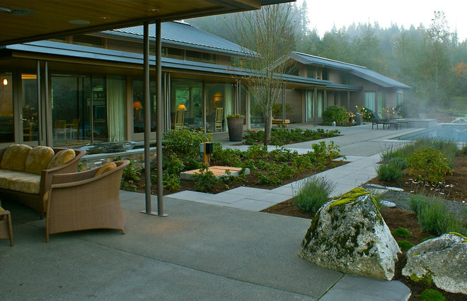 Contemporary Landscape by Jeff Luth - Soldano Luth Architects
