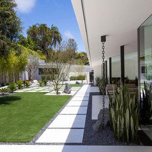 "Lloyd Ruocco House ""50 Shades of White"""