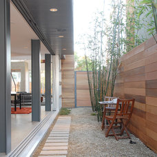 Contemporary Landscape by Western Window Systems