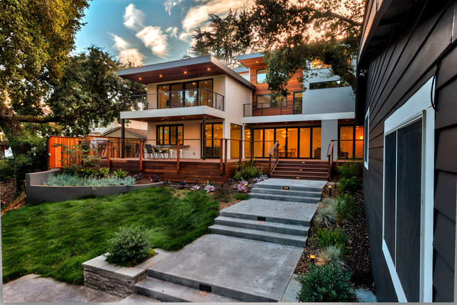 Contemporary Landscape by M. Designs Architects