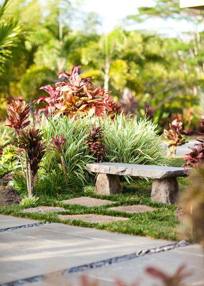 Tropical Garden by Designscape Inc.