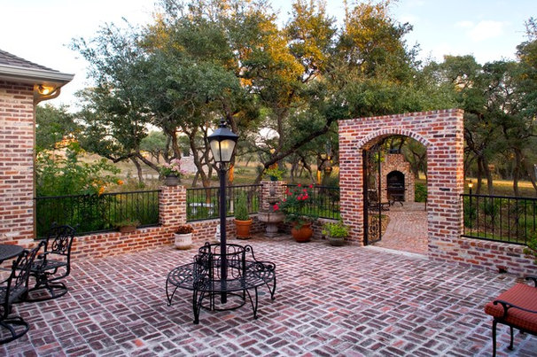 Traditional Landscape by Godsey Homes