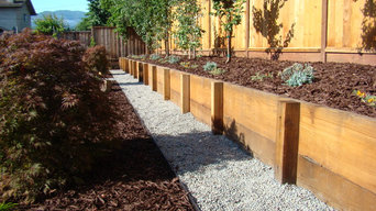Low retaining wall and gravel