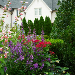 Design ideas for a traditional landscaping in Birmingham for summer.