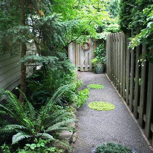 Неиссякаемый источник вдохновения для домашнего уюта: участок и сад на боковом дворе в классическом стиле