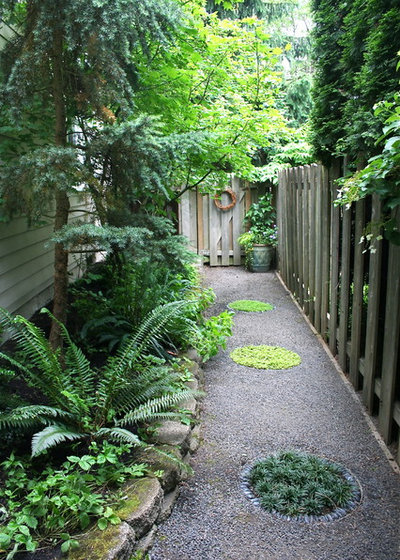 Traditional Garden by Visionscapes NW Landscape Design