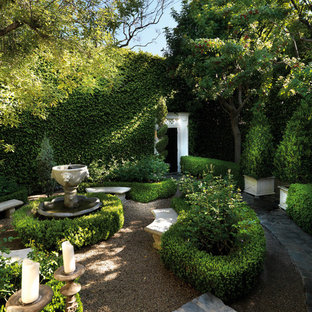 Inspiration for a small traditional courtyard formal garden in Los Angeles.