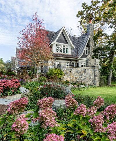 Klassisch Garten by Edmunds Studios Photography, Inc.