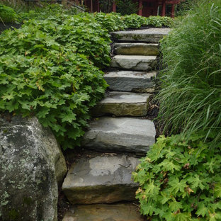 Design ideas for a traditional backyard landscaping in New York.