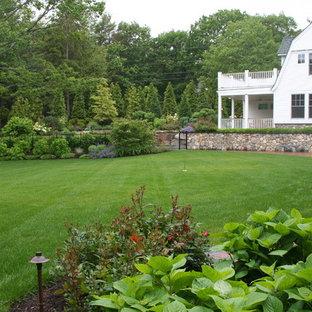 Ejemplo de jardín tradicional, extra grande, en patio trasero