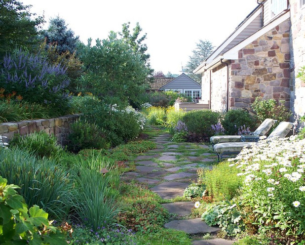 American Traditional Garden by Dear Garden Associates, Inc.