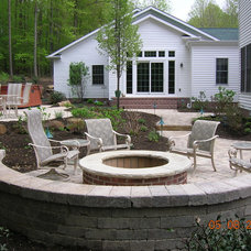 Traditional Landscape by True Care Landscaping Inc