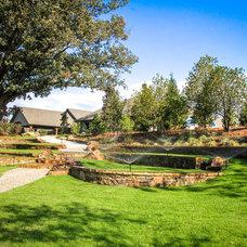 Traditional Landscape by Michael Hatcher & Associates, Inc.