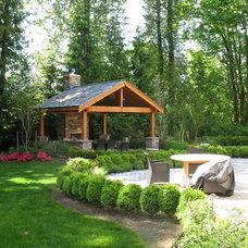 Traditional Landscape by Malone's Landscape Design | Build
