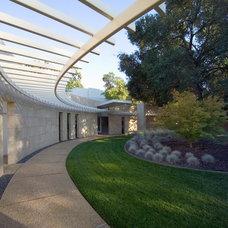Contemporary Landscape by Mark Dziewulski Architect