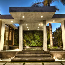 Midcentury Entry by Tuggey Construction