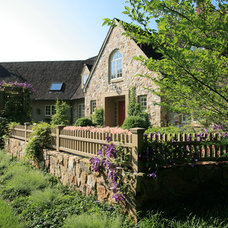 Traditional Landscape by Knapp and Associates, Inc.