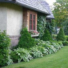 Traditional Landscape by Boldenow & Associates LLC