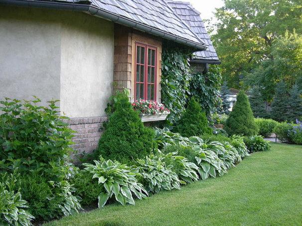 Traditional Landscape by Boldenow & Associates LLC