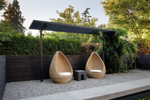 Modern Garden by Dovetail General Contractors