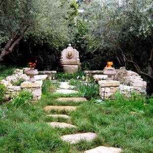 Ejemplo de jardín mediterráneo con fuente