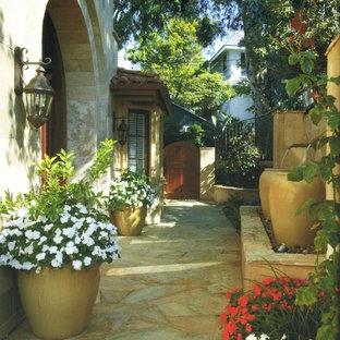 Imagen de jardín mediterráneo con fuente