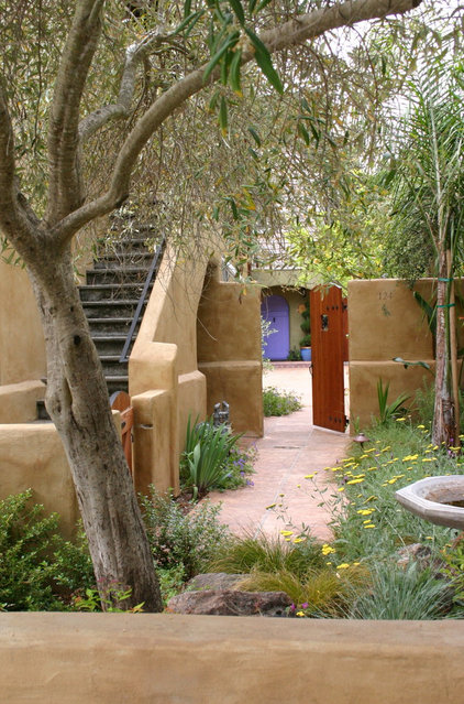 Earthy, lush and warmly welcoming, a Mediterranean garden can ...