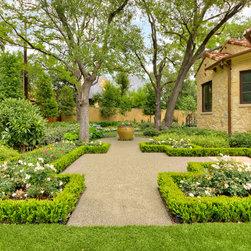 Landscape plans tuscan style backyard landscaping for Formal english garden designs