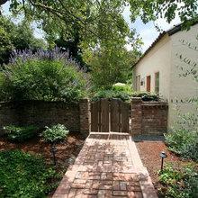 8 puertas de estilo rústico para dar carácter a tu jardín