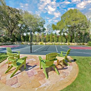 Mediterraner Garten mit Sportplatz in Dallas