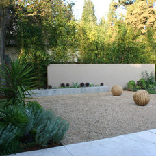 Contemporary Landscape by Frank & Grossman Landscape Contractors, Inc.