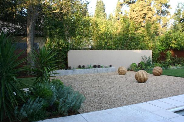 Contemporary Landscape by Frank & Grossman Landscape Contractors, Inc.
