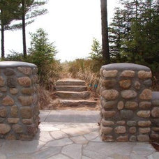Traditional Landscape by Common Ground Landscapes