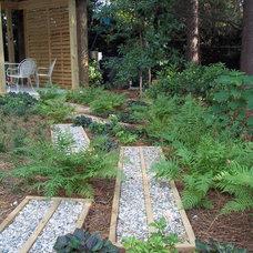 Eclectic Landscape by Bloom'n Gardens Landscape