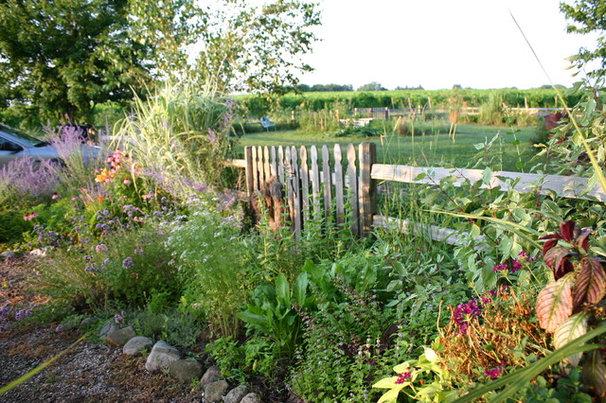 Farmhouse Landscape by Rebekah Zaveloff | KitchenLab