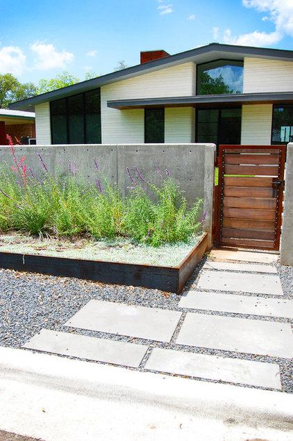 Midcentury Landscape by DRM Design Group Landscape Architecture & Planning