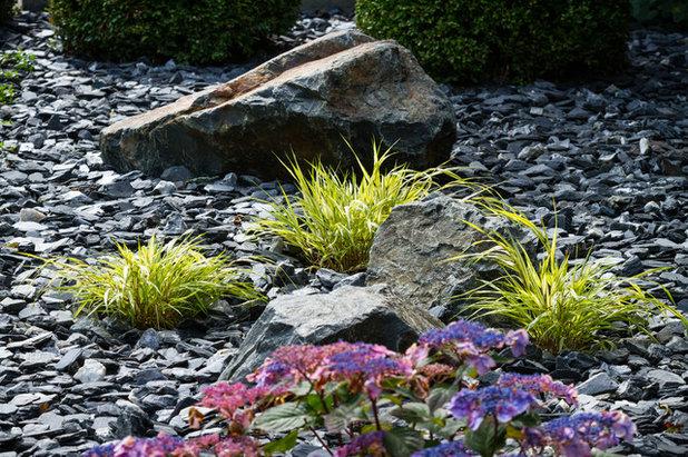 Modern Landscape by Ginkgo Leaf Studio