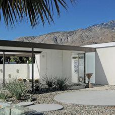 Midcentury Landscape by Stardust Modern Design